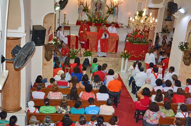 Com grande participação do fiéis, Pe. Paulo Henrique celebrou a missa em Igaporã. Foto: Danilo Oliveira/PASCOM Igaporã
