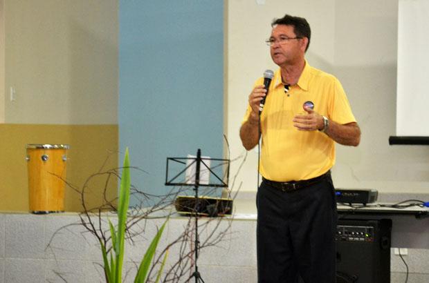 Pe. Osvaldino Barbosa falou da necessidade de boas práticas de convivência no período eleitoral. Foto: Luan Vinicius Ferreira/PASCOM