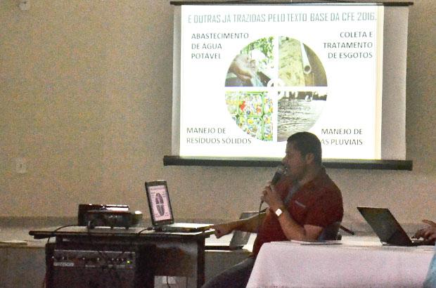 Durante o CPD, Pe. José Rocha apresentou as propostas de ação da Diocese para a Campanha da Fraternidade 2016. Foto: Luan Vinicius Ferreira/PASCOM
