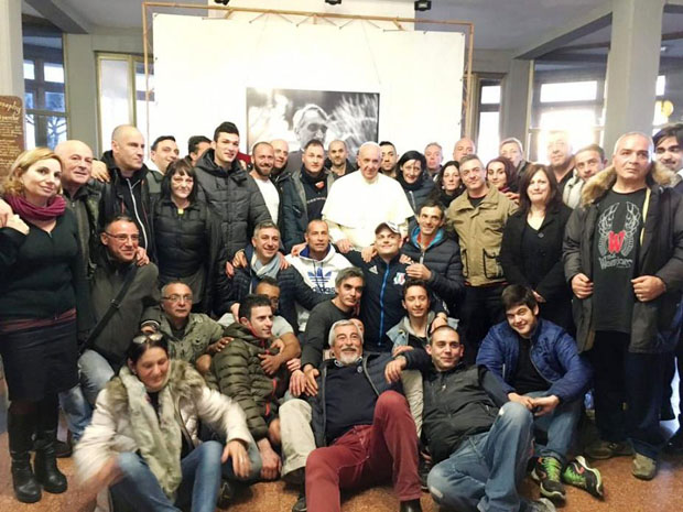Papa visitou de surpresa centro terapêutico.