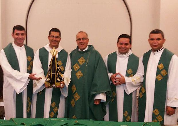 Os padres participaram da celebração da Santa Missa no Santuário de Aparecida